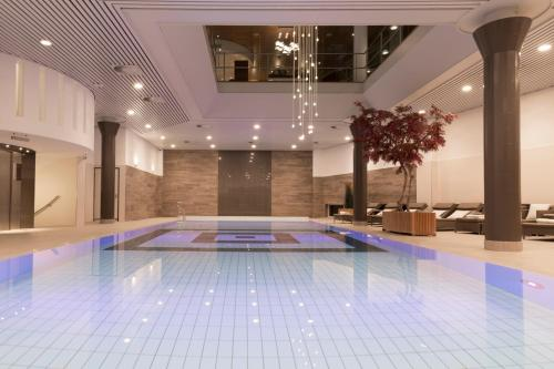 The swimming pool at or close to Hotel Okura Amsterdam – The Leading Hotels of the World
