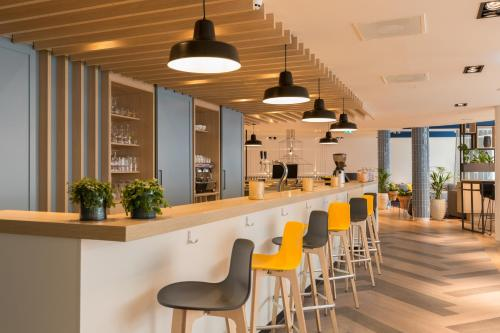 The lounge or bar area at Hampton By Hilton Antwerp Central Station