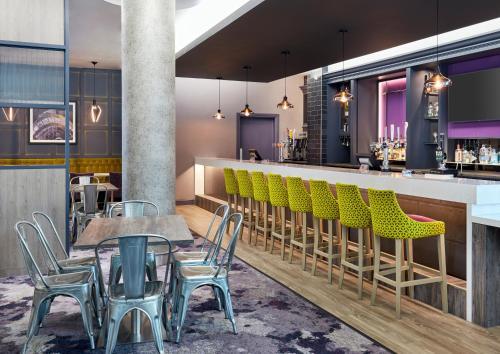 The lounge or bar area at Jurys Inn Sheffield