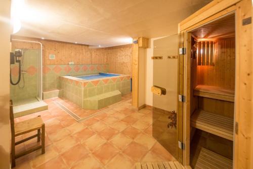 Een badkamer bij Mountainhotel Saint Roch