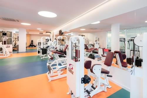 The fitness centre and/or fitness facilities at Hotel Olympia