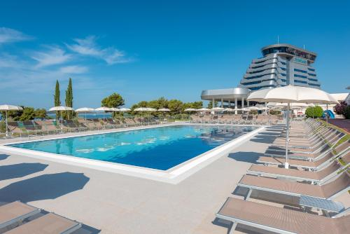 The swimming pool at or close to Hotel Olympia Sky