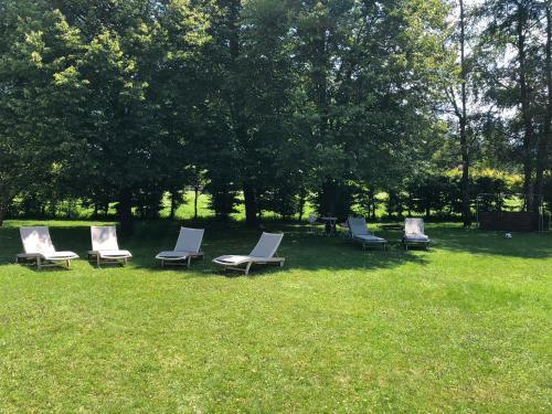 Ein Garten an der Unterkunft Hotel Bachmair Alpina
