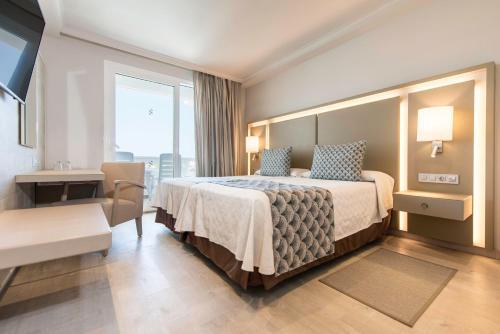 Een bed of bedden in een kamer bij Spring Hotel Vulcano