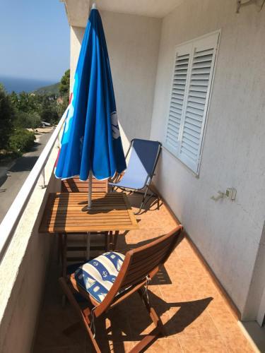 A balcony or terrace at Apartments Hazdovac Ropa