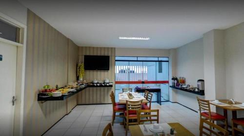 A restaurant or other place to eat at Holiday Hotel Picos