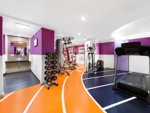 The fitness center and/or fitness facilities at Novotel Budapest Danube