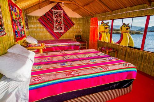 A bed or beds in a room at Uros Titicaca Uta Lodge