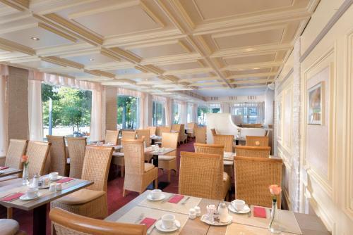 Ein Restaurant oder anderes Speiselokal in der Unterkunft Best Western Hotel zur Post