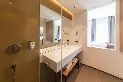 A bathroom at Klinglhuber Suites