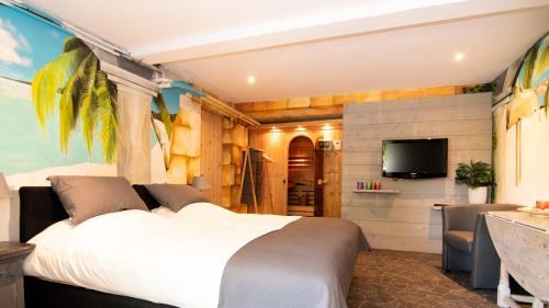 Een bed of bedden in een kamer bij B&B Bed & Sauna