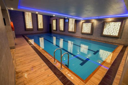 The swimming pool at or near Radisson Blu Hotel, Diyarbakir