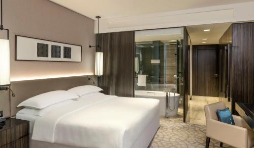 A bed or beds in a room at Sheraton Grand Hotel, Dubai