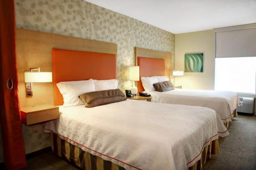 A bed or beds in a room at Home2 Suites by Hilton Baltimore/White Marsh