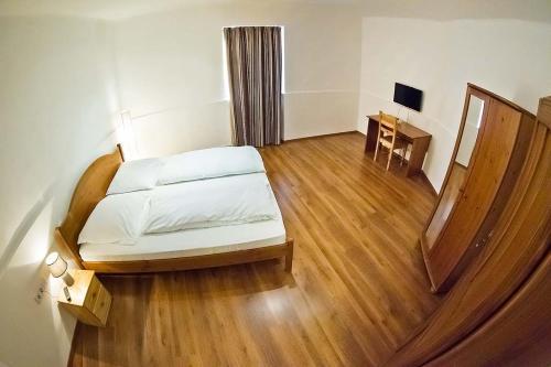 A bed or beds in a room at Vadszőlő Vendégház