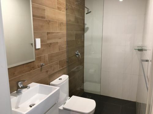 A bathroom at The Premier Hotel Broadmeadow