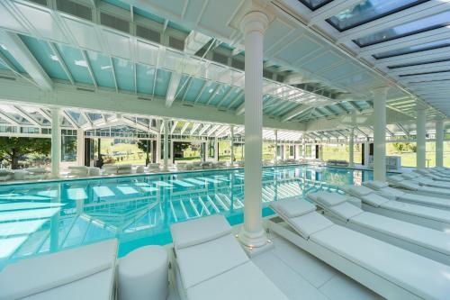 Het zwembad bij of vlak bij Hotel der Wiesenhof