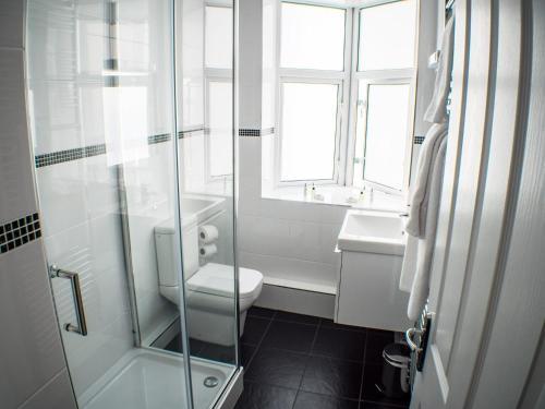 A bathroom at Mereside