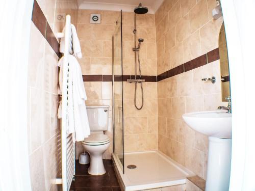 A bathroom at Glen Mona
