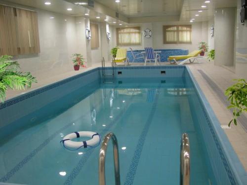A piscina localizada em Milan Deluxe Suites ou nos arredores
