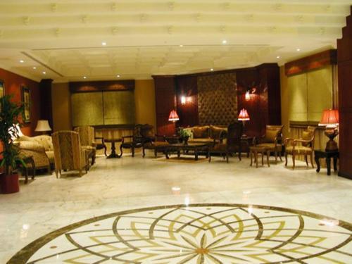 Um restaurante ou outro lugar para comer em Milan Deluxe Suites