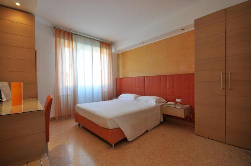 A bed or beds in a room at Hotel Igea