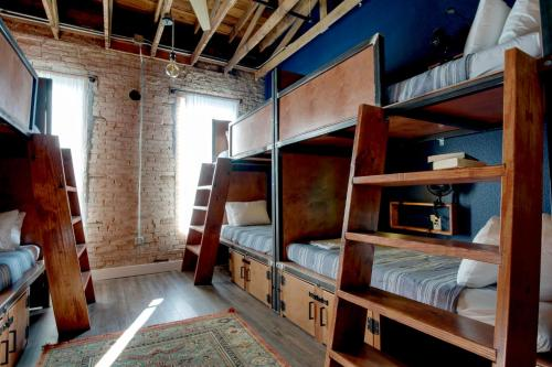 A bunk bed or bunk beds in a room at Deep Ellum Hostel