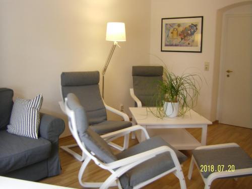 Ein Sitzbereich in der Unterkunft Gästehaus Villa Rose