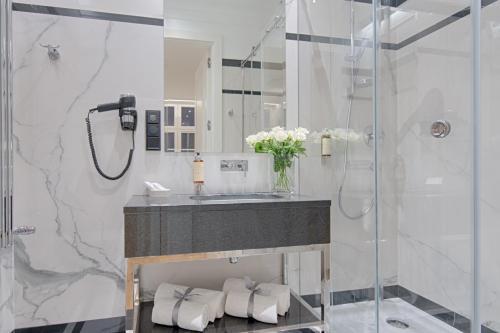 A bathroom at Apartamenty Molo Residence