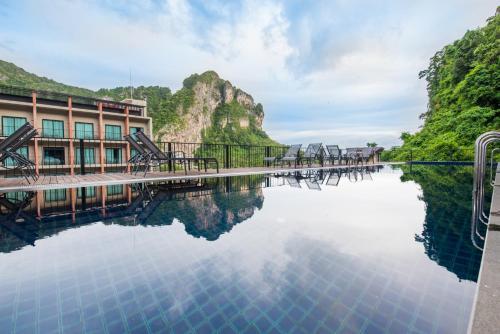 奧南懸念寶貝海濱酒店游泳池或附近泳池