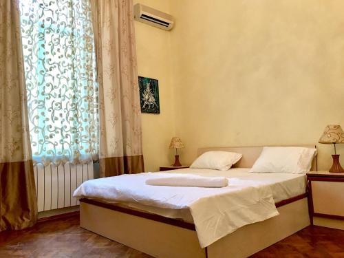 Cama ou camas em um quarto em Metro SAHIL 3