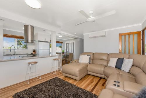 A seating area at 3 Bedroom renovated home