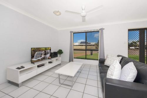 A seating area at 3 bedroom home