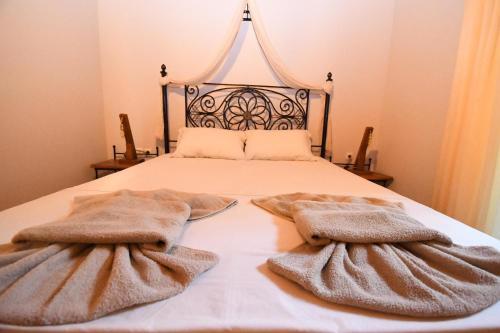 Letto o letti in una camera di Ktima Kallitero Villas