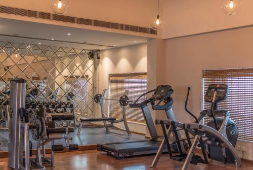 The fitness centre and/or fitness facilities at Narendra Bhawan