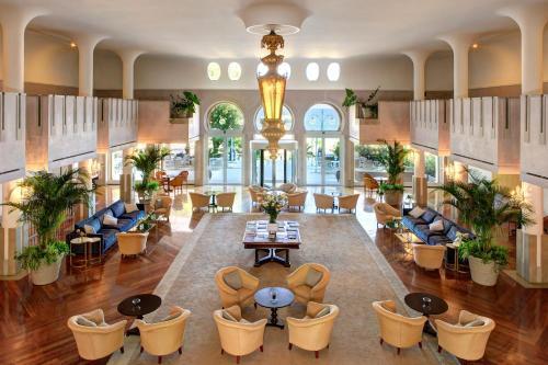Un restaurante o sitio para comer en Hotel Excelsior Venice