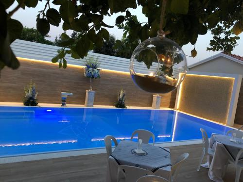 The swimming pool at or close to Hotel Smeraldo