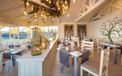 Restaurant ou autre lieu de restauration dans l'établissement Gran Castillo Tagoro Family & Fun Playa Blanca