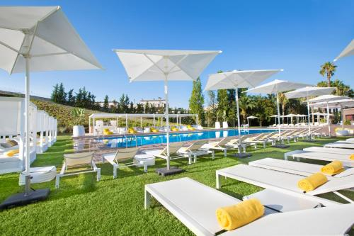 The swimming pool at or near Gran Hotel Monterrey & Spa