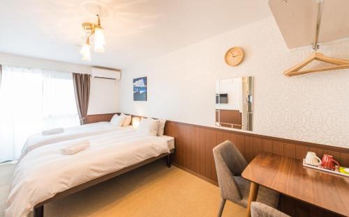 花築·京都青楓民宿房間的床