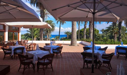 A restaurant or other place to eat at Hotel Porto Santo & Spa