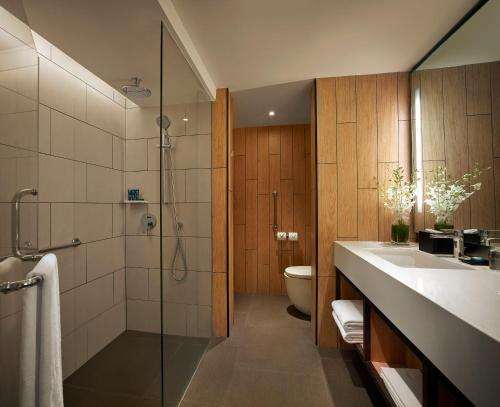 A bathroom at PARKROYAL Penang Resort