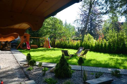 Ogród w obiekcie Villa Kaplowa Chata & SPA
