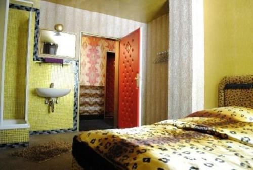 A bed or beds in a room at Hostel Kiezbude