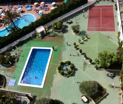 A view of the pool at Domo Levante or nearby