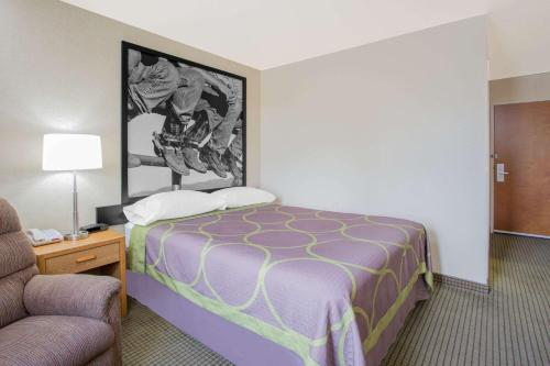 A bed or beds in a room at Super 8 by Wyndham Havre