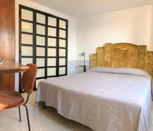 A bed or beds in a room at Agave Room Rental