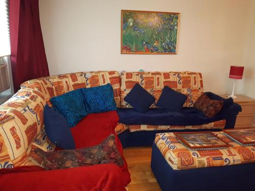 A seating area at Three bedroom holiday apartment