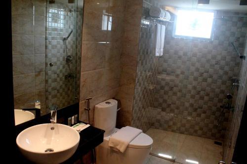 A bathroom at Hotel X