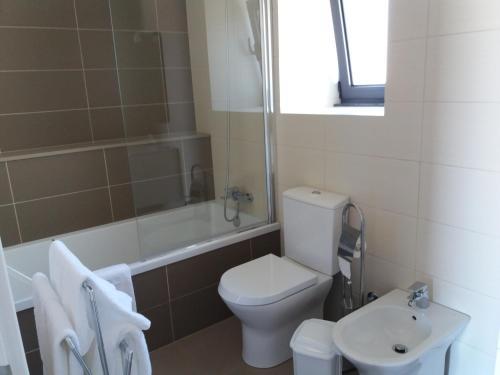 Uma casa de banho em Quinta do Basalto